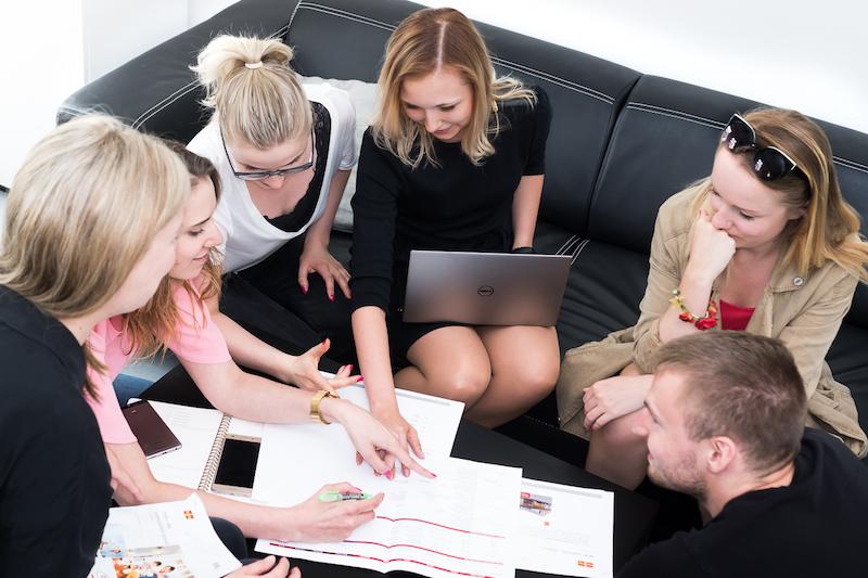 Skupina nad stolem inspiro solutions
